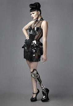 The gorgeous Viktoria Modesta totally owning her prosthetic leg.