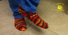 loom knitted slippers lemonsareforlicking.wordpress.com Knitted Slippers, Loom Knitting, Sewing Projects, Wordpress, Fashion, Moda, La Mode, Fasion, Loom Knit