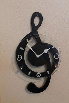 Treble clef clock.