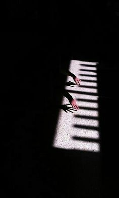 20 Super ideas for music pictures image photography the piano Abstract Photography, Creative Photography, Street Photography, Landscape Photography, Light And Shadow Photography, Black And White Photography, Photography Lighting, Piano Photography, Photography Articles