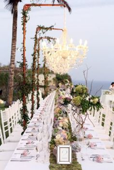 Simple and nice wedding table scape decorations in bali weddings outdoor wedding decoration ideas bali wedding semara uluwatu astrid tom by global junglespirit Images
