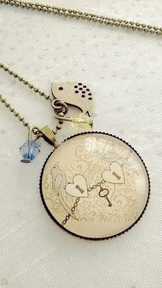 Collier cabochon verre motif couple d'oiseau avec des cadenas en coeur : Collier par soo-happy