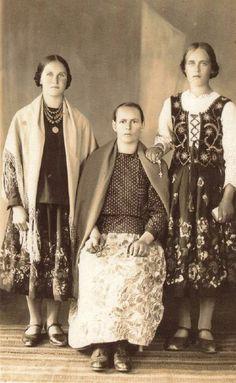 Folk Costume, Costumes, Lace Skirt, Sequin Skirt, Polish Folk Art, Old Photographs, Photos, Old Postcards, Life Photo