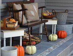 Front Porch Halloween Decoration Ideas New 13 Cheap Cute Fall Front Porch Decorating Ideas Front Door Decor, Front Porch, Porche D'halloween, Shabby Chic Fall, Halloween Porch Decorations, Pumpkin Decorations, Porch Decorating, Decorating Ideas, Decor Ideas