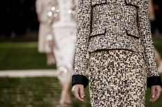 WOODEN EMBROIDERIES. Karl Lagerfeld has used wood in the form of shavings, fragments, sequins and pearls to embellish the Spring‑Summer 2016 Haute Couture collection.