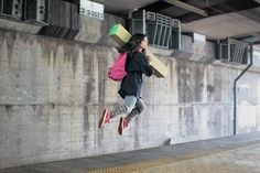 Moving Block. Different with most photographers, Natsumi Hayashi prefers jump to create the levitation effect, but her works are even more realistic than most photographers who embraced photo manipulation. (Image Source: Natsumi Hayashi)