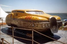 Fifth Element Taxi. Science Fiction, Motorcycle Tank, Fifth Element, Weird Cars, Famous Movies, Movie Props, Oui Oui, Retro Futurism, Armored Vehicles