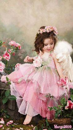 Little girl angel Gif. Beautiful Gif, Beautiful Paintings, Beautiful Pictures, Angel Images, Angel Pictures, Rose Shabby Chic, I Believe In Angels, Angels Among Us, Guardian Angels