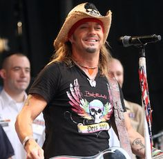 Bret Michaels back on stage a week after multiple hospitalizations, kidney surgery | TheCelebrityCafe.com