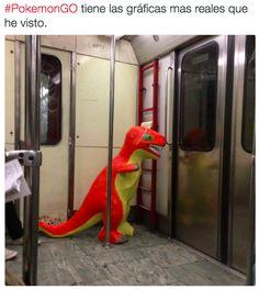 Los envidiosos dirán que este Pokémon en el metro no es real. | 18 Imágenes que te dolerán en el alma si no puedes bajar Pokémon GO