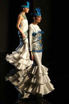 FOTOS Y VIDEO SIMOF 2013 SEVILLA SALÓN INTERNACIONAL DE LA MODA FLAMENCA PASARELA ( 1 PARTE ) Flamenco Dancers, Peplum Dress, Dresses, Fashion, Sevilla, Walkway, Vestidos, Moda, Fashion Styles