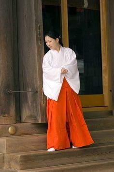 Izumo Taisha shrine maiden, Shimane, Japan, 2006 | Flickr - Photo Sharing!