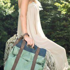 ROBIN - Dinamico ed unico zaino/borsa molto capiente con spallacci regolabili. Non passerete inosservati