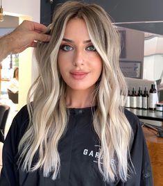 Blonde Hair Shades, Blonde Hair Looks, Brown Blonde Hair, Hair Color Balayage, Blonde Bayalage Hair, Blonde Hair Inspiration, Hair Color And Cut, Hair Transformation, Blonde Highlights