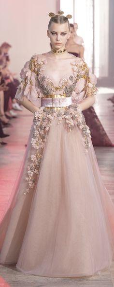 Elie Saab Fall 2019 Couture Fashion Show - Vogue Elie Saab Haute Couture, Haute Couture Dresses, Chanel Couture, Couture Fashion, Runway Fashion, Fashion Show, Elegant Dresses, Pretty Dresses, Beautiful Dresses
