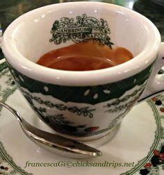 Un caffè al Gambrinus - Napoli http://www.chicksandtrips.net/caffe-al-gambrinus/