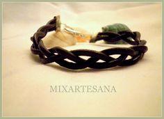 041 Unisex, en cordon de piel trenzada, color negro. Precio:5 euros.