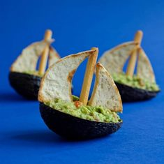 sail away at lunch with a guacamole boat! via Funky Lunch Avocado Recipes, Raw Food Recipes, Vegetable Recipes, Mini Appetizers, Seafood Appetizers, Guacamole, Nautical Food, Finger Foods For Kids, Avocado Art