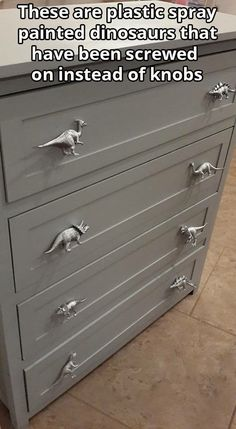 Dinosaur Drawer pulls--spray paint plastic dinosaurs and screw on to dresser!such a cute idea! - Koray Eroğlu - - Dinosaur Drawer pulls--spray paint plastic dinosaurs and screw on to dresser!such a cute idea! Spray Paint Plastic, Painting Plastic, Diy Painting, Casa Kids, Creation Deco, Ideias Diy, New Room, Home Design, Design Design