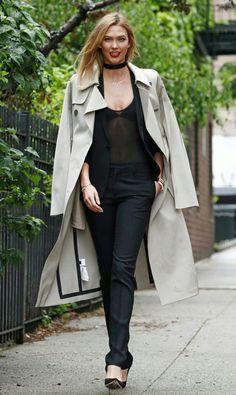 Look incrível de outono/inverno, da #karliekloss!  A linda optou por um conjunto #totalblack + um casaco acizentado, que contrasta com tudo é da um toque sofisticado. Arrasou!