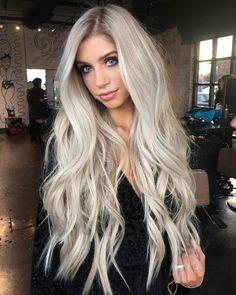 58 Beautiful Bright Blonde Hair Color Ideas for 2018 Bright Blonde Hair, Blonde Hair Looks, Platinum Blonde Hair, Ash Blonde, Blonde Color, Grey Hair Wig, Wavy Hair, New Hair, Long Blond Hair