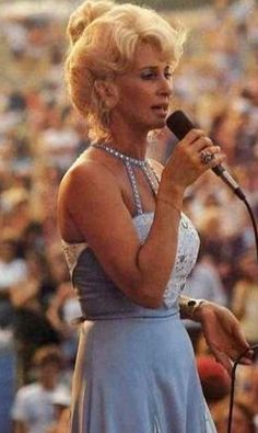 Tammy Wynette gave a free concert at a local park sometime in the 80's. Tons of people attended.