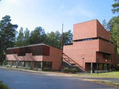 Completed in 1949 in Säynätsalo, Finland. Occupying the center of a small farming town in Finland, Säynätsalo's Town Hall might appear almost too monumental for its context. Designed by Alvar...