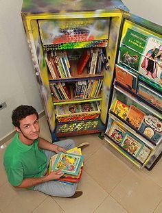 O bibliotecário Haroldo Luís Beraldo, 30, transformou geladeiras velhas e quebradas em estantes de livros espalhadas por Sertãozinho
