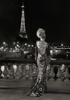 La Nuit de Paris.