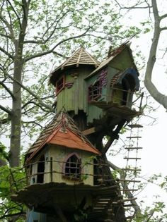Someday, I'll wish upon a star and wake up with a tree house like this:)