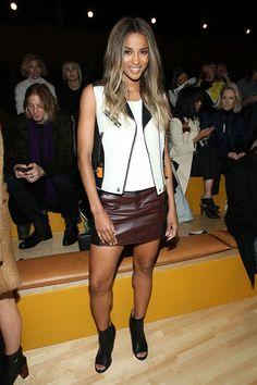 Ciara mostra as pernas - aliás, a gente sabe o quanto ela gosta de mostrar as pernas no Grammy, né? Tá certa - são lindas mesmo!