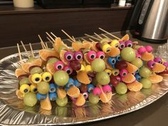 Ideas for fruit platter birthday parties Fruit Display Wedding, Cake Decorated With Fruit, Birthday Treats, Fruit Birthday, Birthday Parties, Fruit Displays, Fruit Decorations, Best Fruits, Mini Desserts