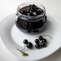 http://www.mangotomato.com/2009/07/black-currant-jam-in-five-minutes.html