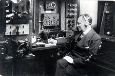 Guglielmo Marconi in Elletra Lab, 1930