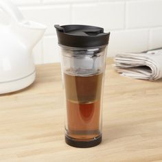 Make delicious loose leaf tea on the go with the Trudeau Tea-Mendous Tea Tumbler. Just drop in your loose leaf tea and pour in hot water to steep your tea while you're on the move.