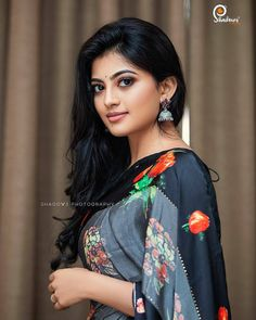 In a black color floral saree and sleeveless blouse design Beautiful Girl Photo, Beautiful Girl Indian, Most Beautiful Indian Actress, Cute Beauty, Beauty Full Girl, Beauty Women, Beautiful Bollywood Actress, Beautiful Actresses, Most Beautiful Faces