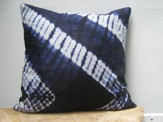 Throw Pillow Cover 17 x 17 18 x 18 Batik Print Tie por AddisonMade