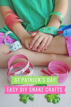 Looking for fun St. Patrick's Day Crafts for Kids? Check out these easy DIY Snake Crafts here! Holiday Crafts For Kids, Easy Crafts For Kids, Snake Crafts, Kid Check, Rainbow Crafts, Diy Art Projects, Do It Yourself Crafts, Teaching Kindergarten, Holidays With Kids