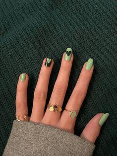 Matte Green Nails, Green Nail Art, Green Nail Designs, Diy Nail Designs, Sns Nails, Cute Acrylic Nails, Acrylic Nails Maroon, Gorgeous Nails, Pretty Nails