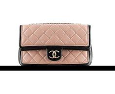 Chanel Handbag rosa matelass� con profili neri