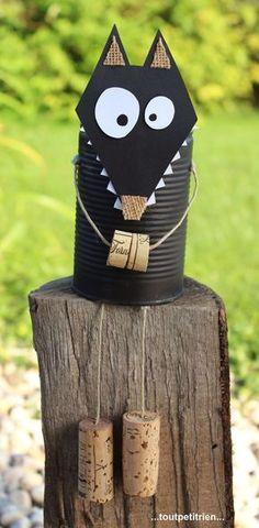 #bricolage #enfant #halloween #loup avec une boîte de conserve et des bouchons en liège. www.toutpetitrien.ch/bricos/ - fleurysylvie