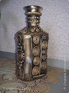 Small Bottles, Bottles And Jars, Glass Bottles, Perfume Bottles, Glass Bottle Crafts, Wine Bottle Art, Diy Bottle, Mosaic Bottles, Decoupage Glass