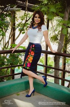 can make thiwith chikan kari and net frock over it like this Mexican Fashion, Mexican Outfit, Mexican Dresses, Casual Dresses, Fashion Dresses, Ethno Style, Disney Inspired Fashion, Embroidered Clothes, Professional Outfits