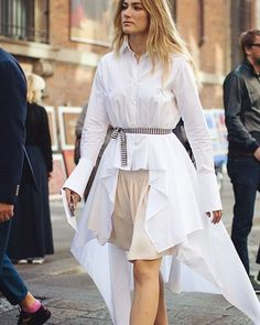 With Milan Fashion Week Spring/Summer 2017 well underway, our photographer Sandra Semburg is out on the street capturing the best looks. Streetwear, Street Style Chic, Safari Dress, Milan Fashion Weeks, Street Style Looks, Casual, Shirt Dress, Blouse, Style Inspiration