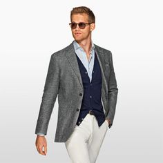 Half-lined, breathable linen, a light shade of grey: this Havana jacket is a great choice for a fresh tailored look. http://suitsupp.ly/2h5HZlz
