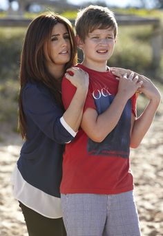 Leah and VJ - gonna miss the old VJ, the new one is way too old to play him! Everybody Love Raymond, Hot Actors, Love Home, Home And Away, Tv Shows, Couple Photos, Soaps, Chloe, Charlotte