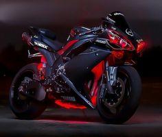Yamaha R1 looks angry