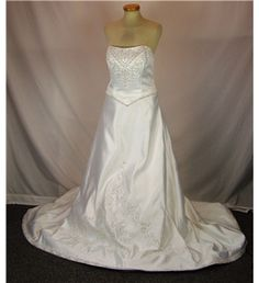 £300 Stole and netting included Mori Lee by Madeline Gardner - Cream / ivory - Strapless wedding dress | Oxfam GB | Oxfam's Online Shop