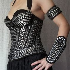 The Art of Can Tabistry: Warrior Woman Tabistry Lamellar Armour - A New Underbust Corset/Bra Design in the Works Soda Tab Crafts, Tape Crafts, Diy Fashion, Fashion Show, Pop Can Tabs, Soda Tabs, Waist Trainer Corset, Underbust Corset, Recycled Fashion