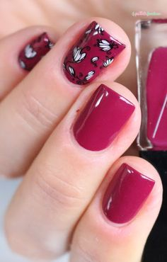 ▲ La paillette frondeuse ▲: Close Sunset strip dark pink nails with reverse stamping flower nail art moyou pro 07